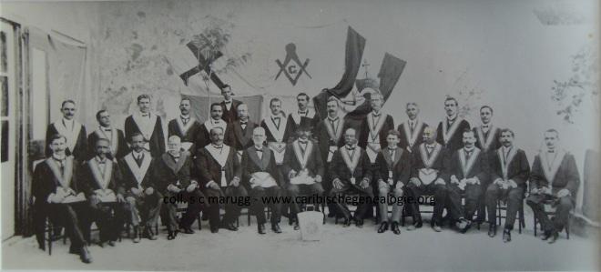 Loge Igualdad met bezoekende broeders van La Perseverance,  staand vierde van rechts J.M. Marugg, ca 1900, collectie Loge Igualdad