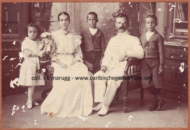 C.S. van der Horst - Hoogenbergen en G. van der Horst en kinderen ca. 1905